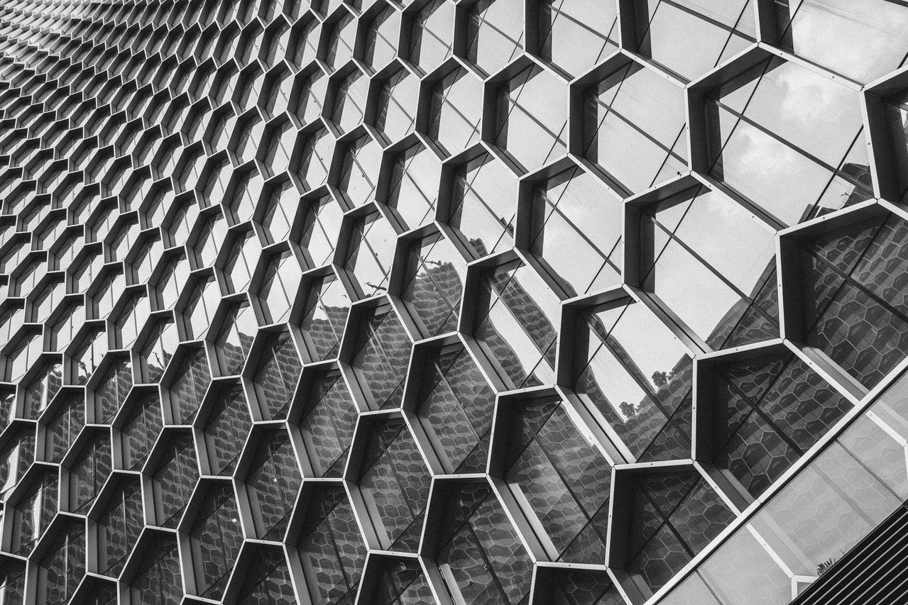 Implementing a clean, hexagonal architecture with a use case model.