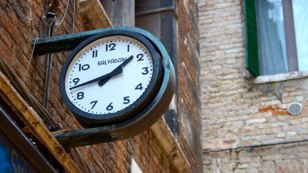 How to Handle Timezones and Synchronize Your Software with International Customers